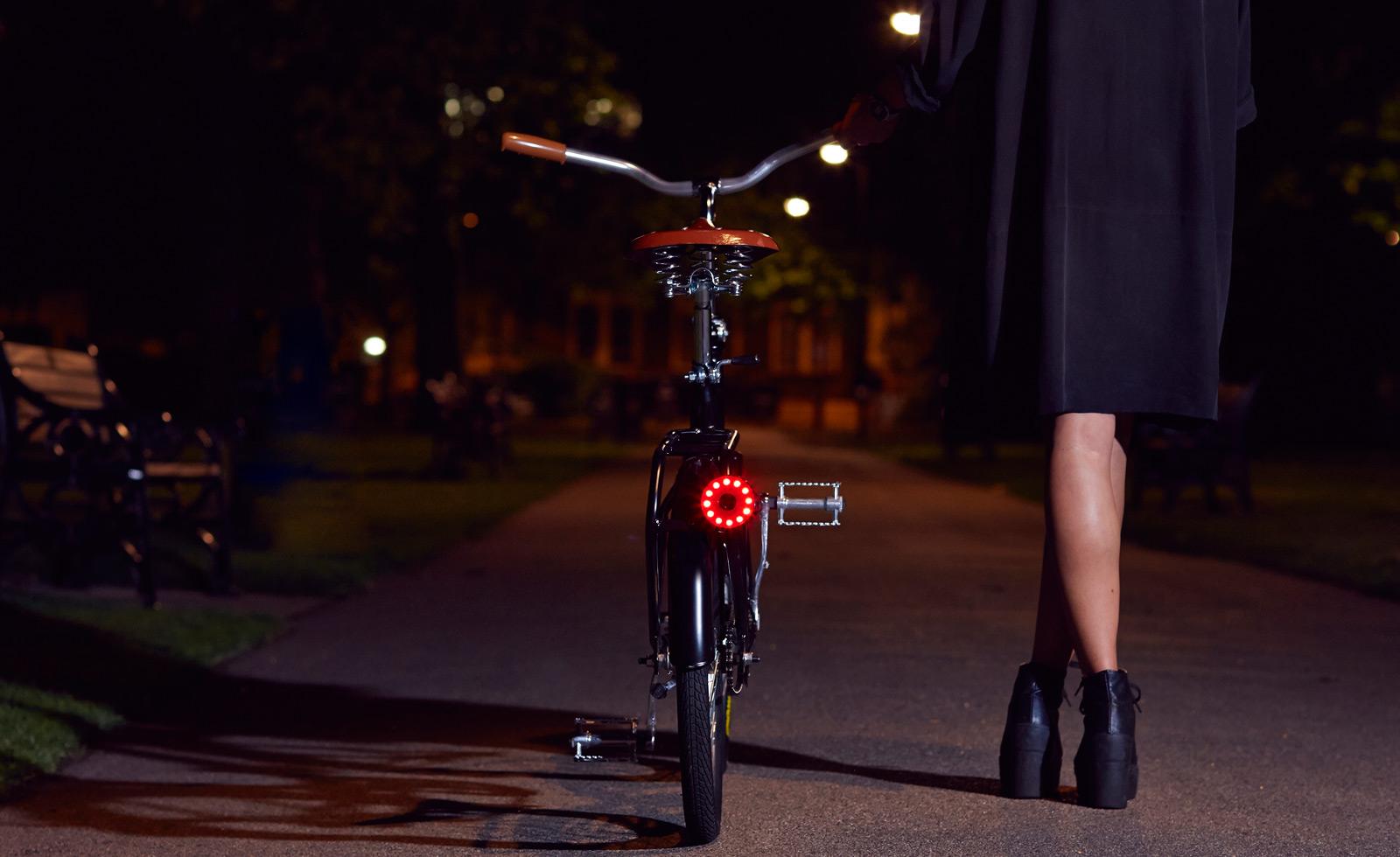 double 0 lights on back of dutch bike