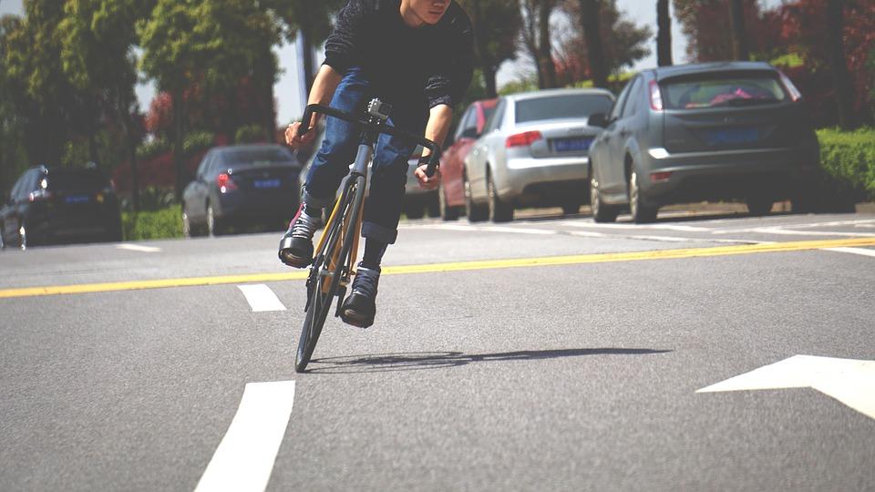 riding single speed bikes