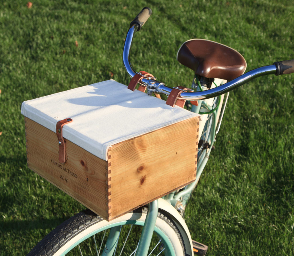 women's cruiser bike with wooden basket