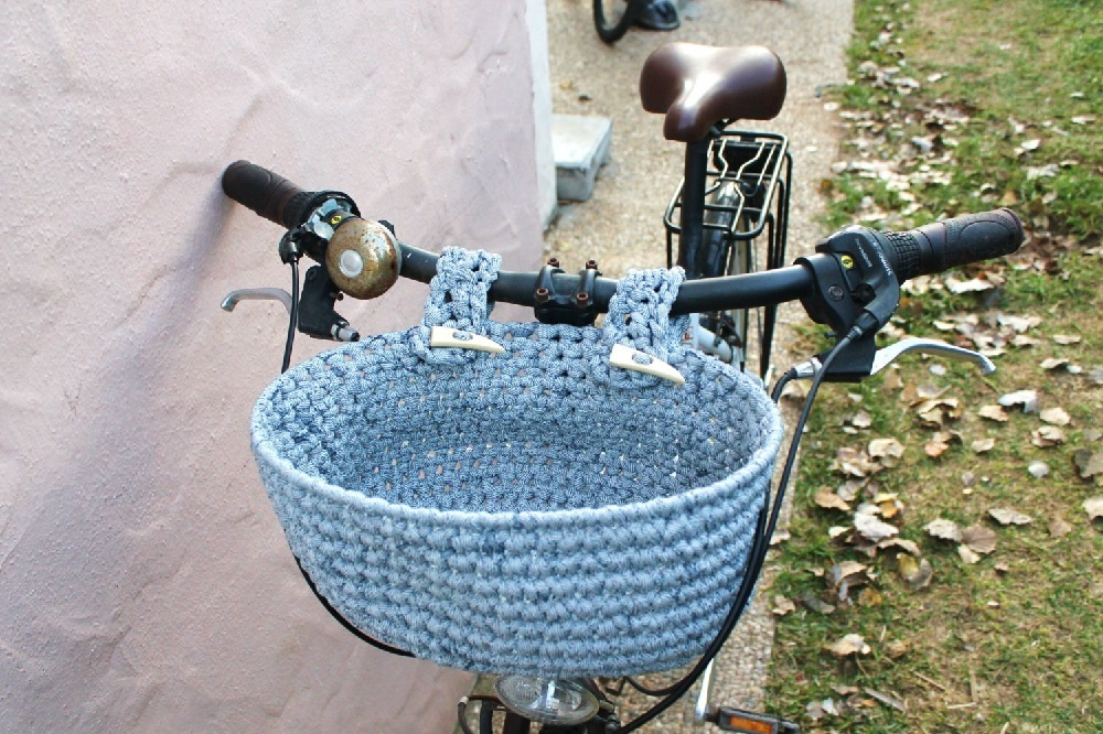beach cruiser bike with basket