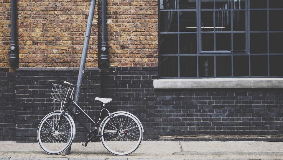 Women's Cruiser Bike with Basket
