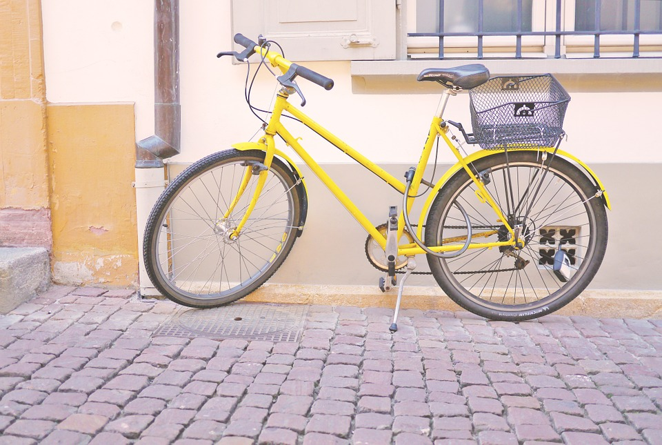 yellow best beach cruiser bike