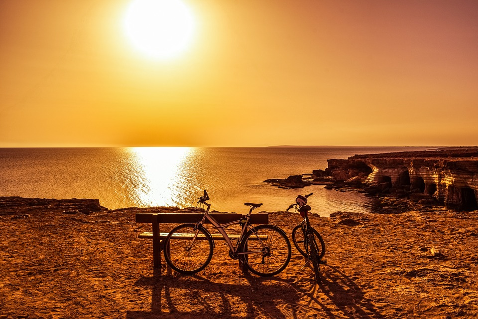 beach cruiser bikes for sale at sunset