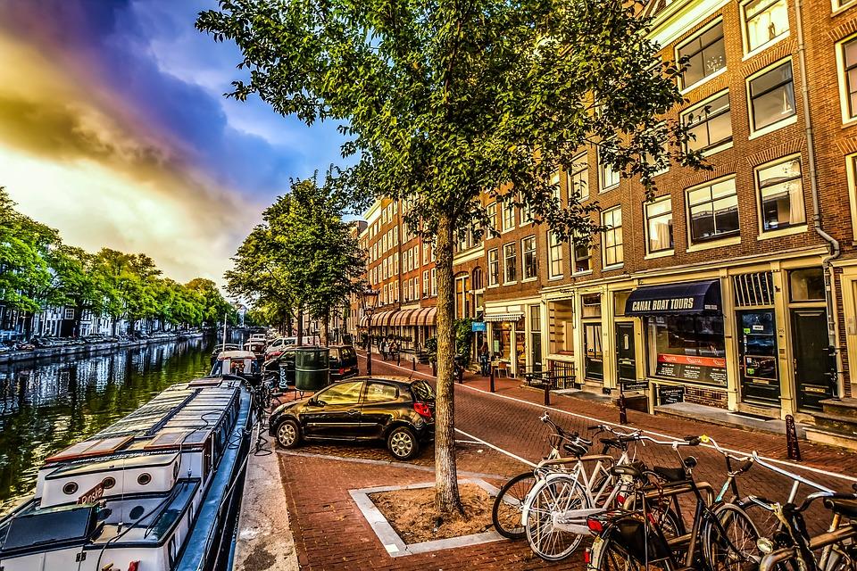 amsterdam bikes parked