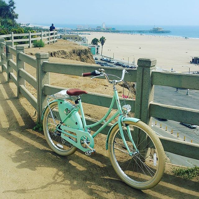 cruiser bike by beach
