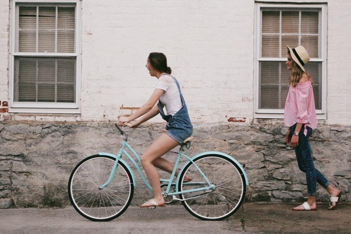 lightweight commuter bike upright position