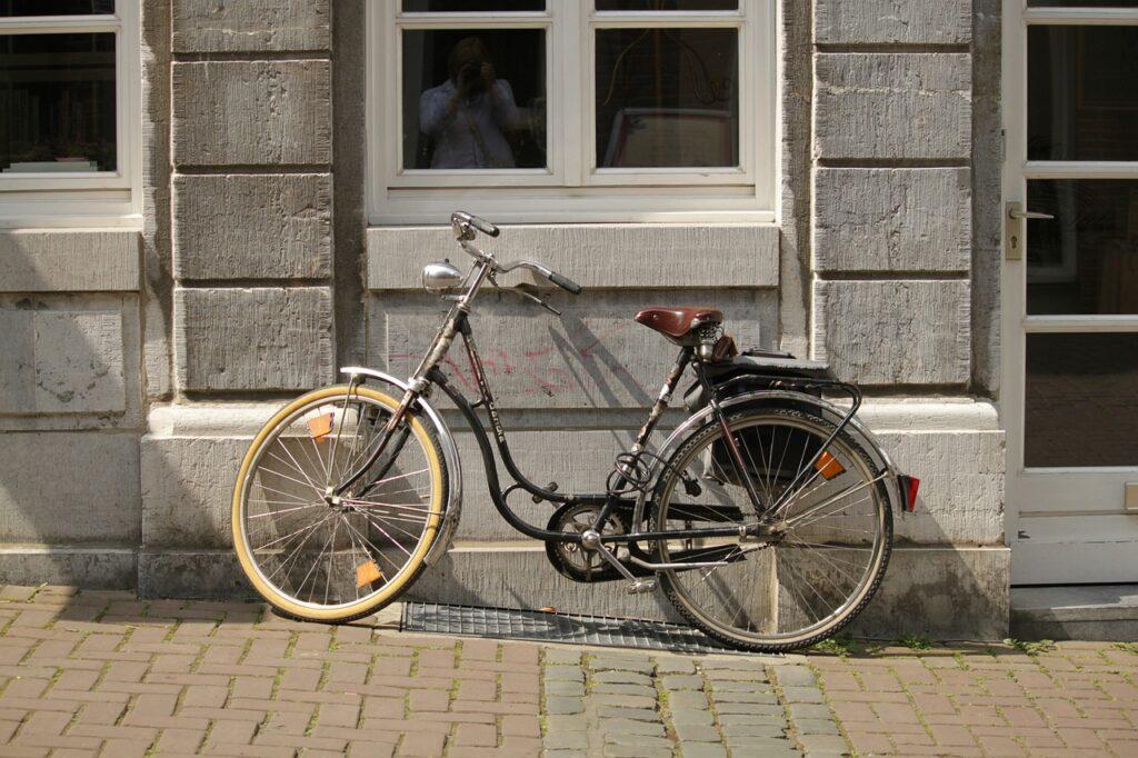 lightweight commuter bike retro